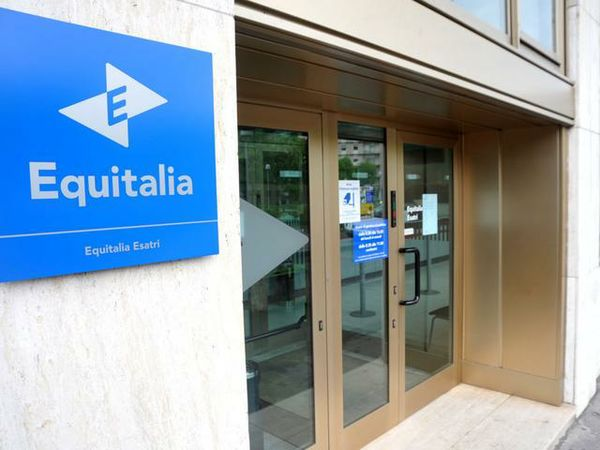 Letter Bomb Injures Top Tax Collector in Italy