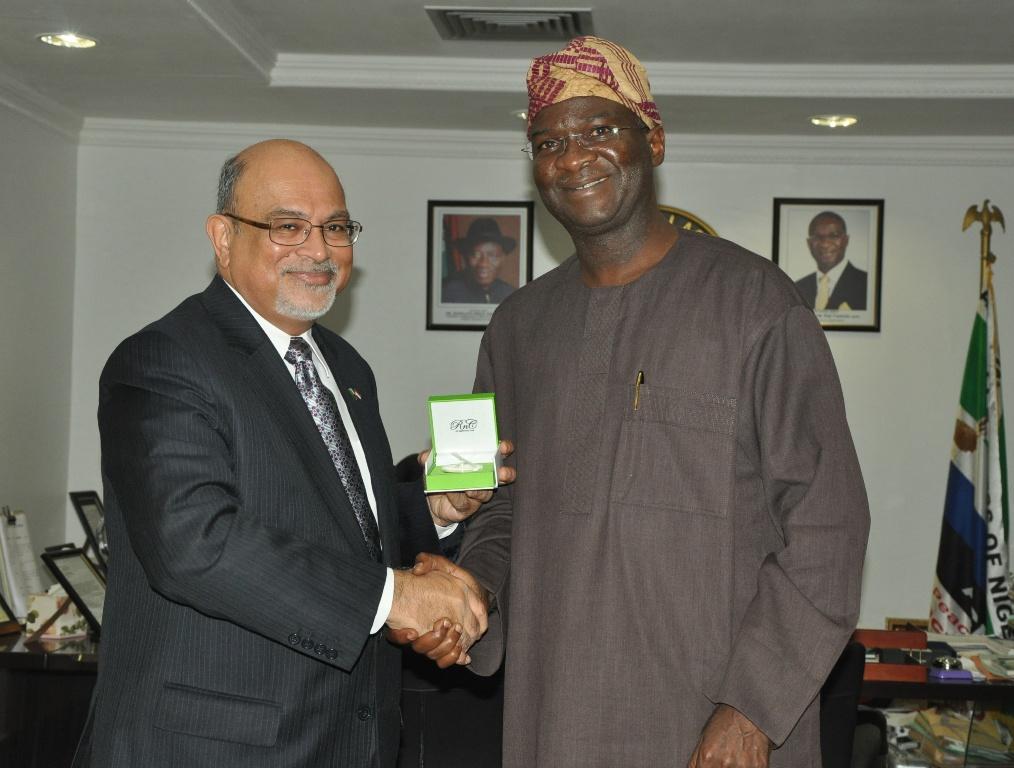 Nigeria-Singapore Relations: Fashola Urges Singaporean Entrepreneurs To Visit Nigeria more