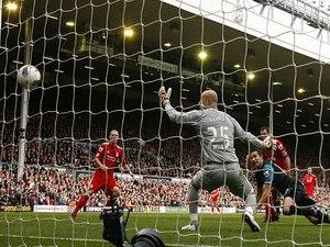 Arsenal's Van Persie double Sinks Liverpool