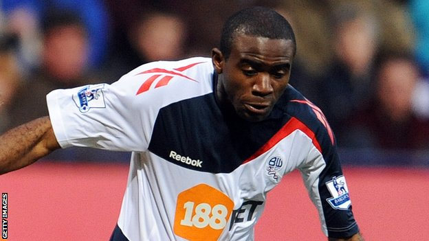 Fabrice Muamba collapses on pitch during FA Cup match