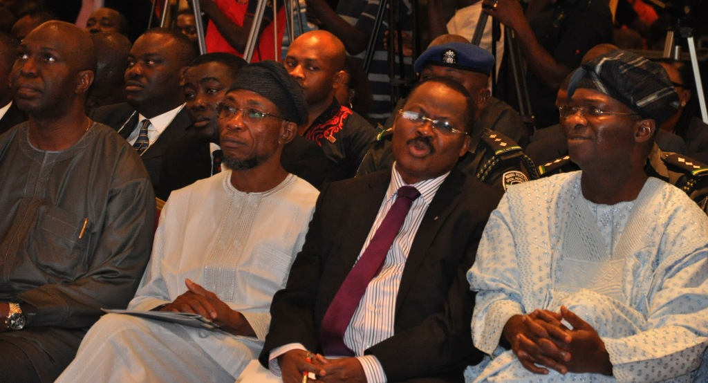 Fashola urge Nigerians to re-order their thinking