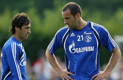 Raul leaves Schalke 04, Metzelder unhappy