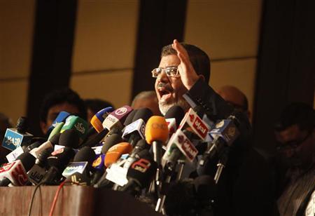 Egypt's Islamist president begins building government