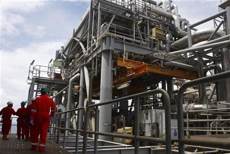 South Africa looks to Nigeria, Angola to replace Iran oil