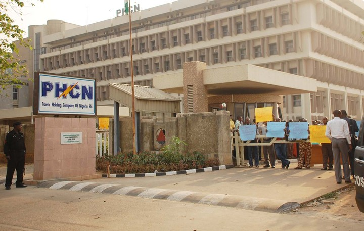 PHCN crisis: FG insists on 15% severance package for employees