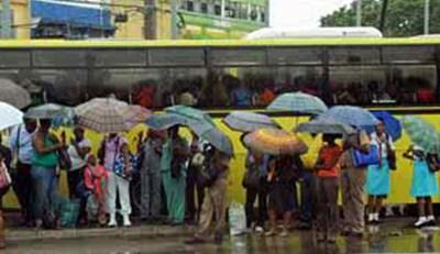 Hurricane Sandy hits Jamaica, kills one