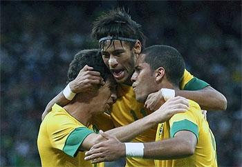 Neymar inspires Brazil's victory against Japan