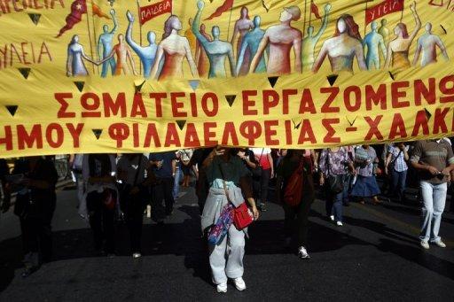 Greece lawmakers back austerity cuts