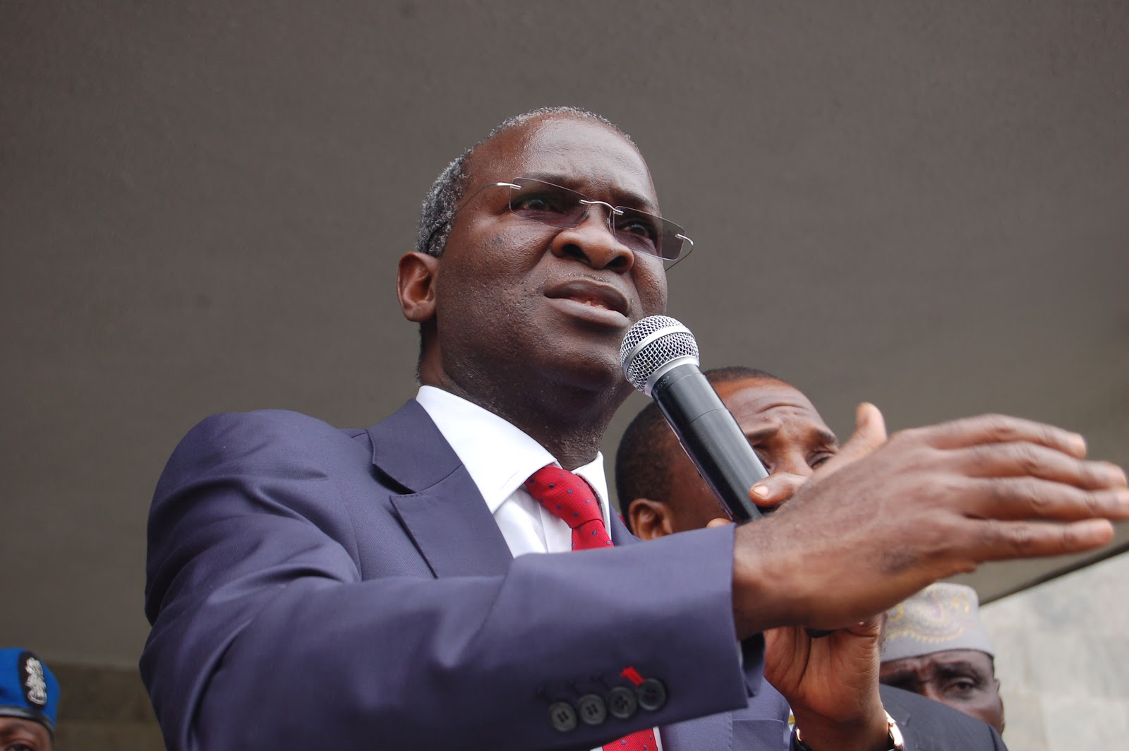 Fashola Advocates Driving In Lagos Without Honks