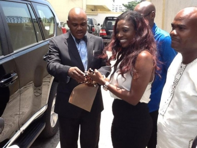 Tuface, Wife Collect Promised Suv From Akpabio