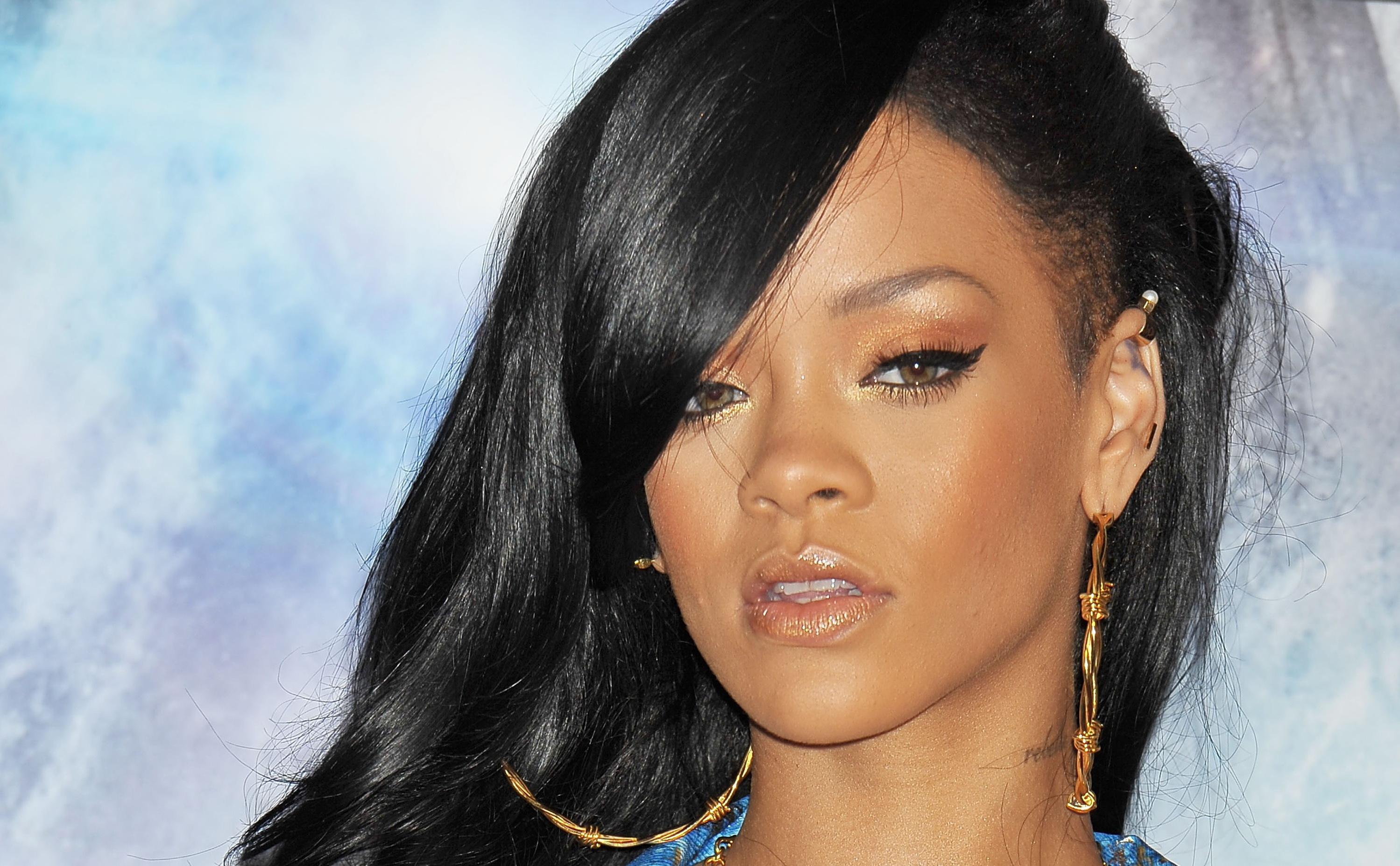 Rihanna Postpones Tour Due To Unidentified Illness