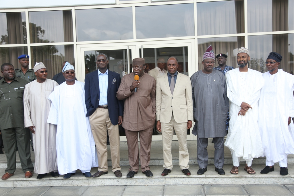 8 Governors Shun Economic Council Meeting To Support Amaechi
