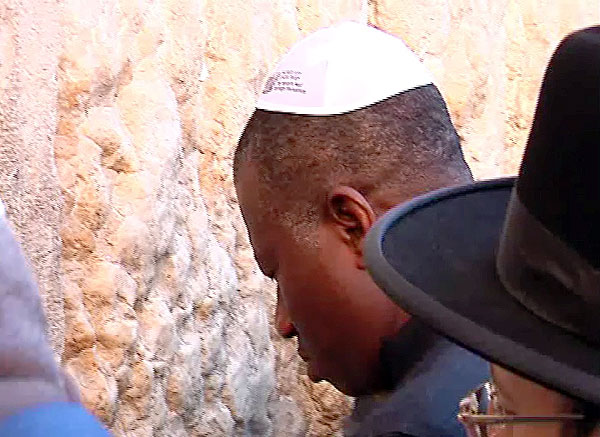 Jonathan Rededicates Self To Country's Development During Pilgrimage