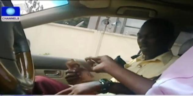 VIDEO: LASTMA Official Caught On Tape Collecting Bribe