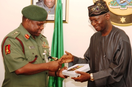 Fashola Hosts Army Chief, Urges Military To Defend Nation's Democracy