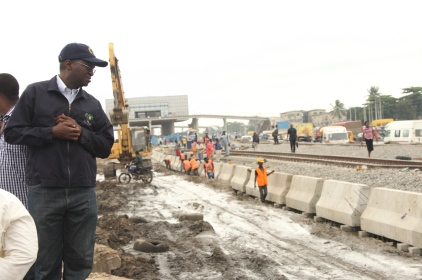 Fashola Inspects Traffic Gridlock Points In Mile 2 And Apapa