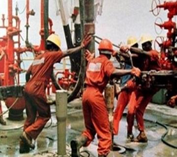 Oil Workers Suspend Strike