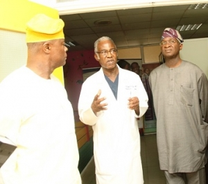 fashola_visits_First_consultants_Hosp