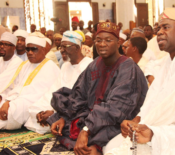 Fashola Prays At Central Mosque, Wishes Muslims, Nigerians Peace