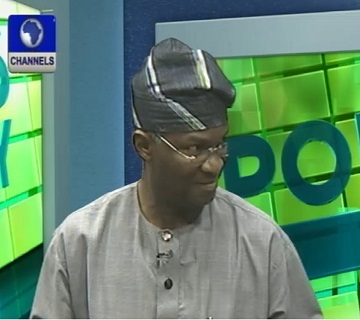 Fashola Lambasts INEC Over Distribution Of Permanent Voter Card
