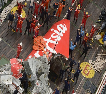 Divers Recover Data Recorder From AirAsia wreck