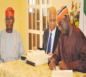Fashola Signs Lagos 2015 Appropriation Bill Into Law