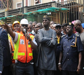 Fashola Visits, Commiserates With Victims Of Balogun Market Fire Disaster