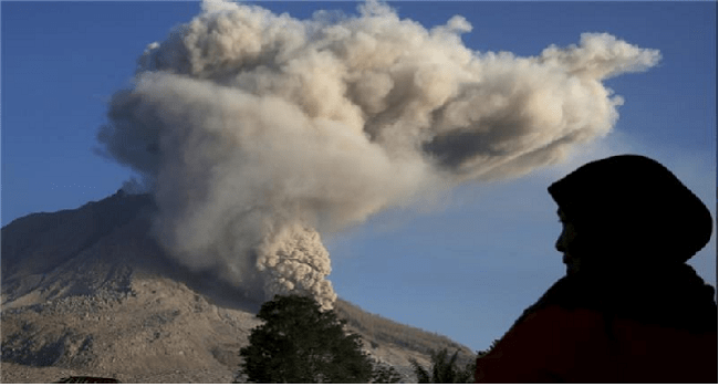 Volcanic Eruption Forces Indonesia To Close 5 Airports