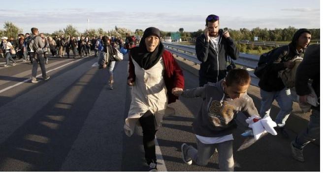 Migrants Crisis: Hundreds Break in Past Hungarian police