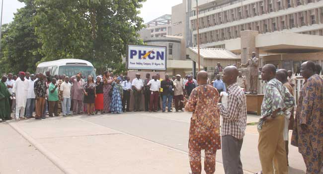 Electricity Workers Protest Over Unpaid Severance Packages