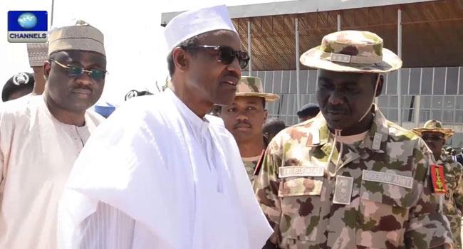 Muhammadu-Buhari-Honours-Soldiers