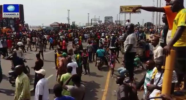 http://www.channelstv.com/wp-content/uploads/2015/12/Biafra-protesters.jpg