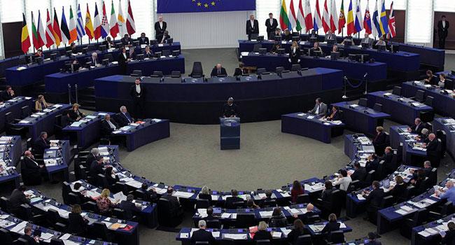 Muhammadu-Buhari-in-France-meeting