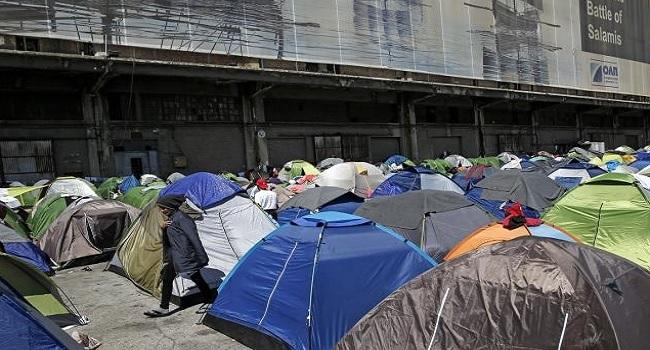 Greece Begin Movement Of Refugees Stranded At Port