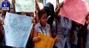 Protesting_girls