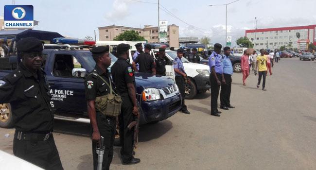 Police Intercepts Shi'a Weapons, DSS Raids Bureau De-Change In Kano
