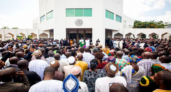Muhammadu-Buharia-addressing-Villa-staff