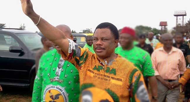 Obiano Apologizes Publicly To Peter Obi