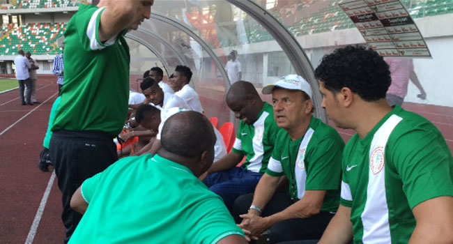 Coach Rohr Resumes Role As 20 Eagles Train In Uyo