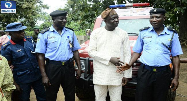 Bosun-Otintiloye-handing-over-the-amoured-carrier-to-Police