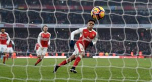 Late Show: 10-Man Arsenal Beat Burnley To Go 2nd
