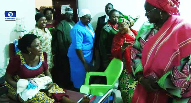 Kwara State First Lady Distributes Gifts To New Year Babies