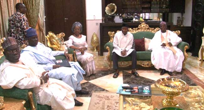 Dr. Goodluck Jonathan in a meeting with some PDP leaders