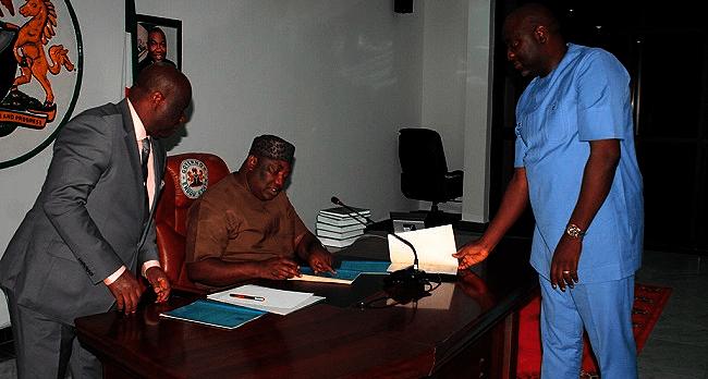 Enugu Govt Signs 2017 Budget Into Law