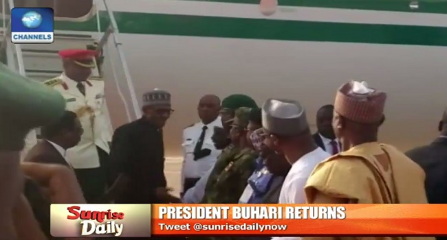 Buhari welcomed by dignitaries