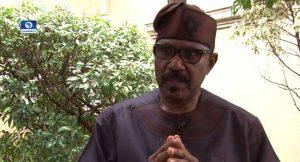 nigerians-call-cease-fire-executive-arm-legislature