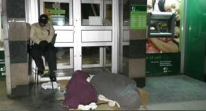 Cash Shortage Forces Zimbabweans To Sleep In Bank Queues