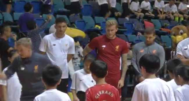 English Soccer Players Mix With Next Generation In Hong Kong
