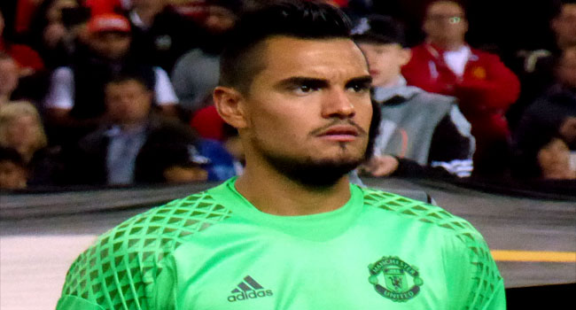 Sergio Romero Signs New United Contract