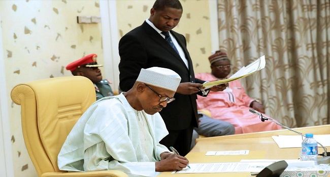 Politics President Buhari Meets PDP, APC Leaders At The State House